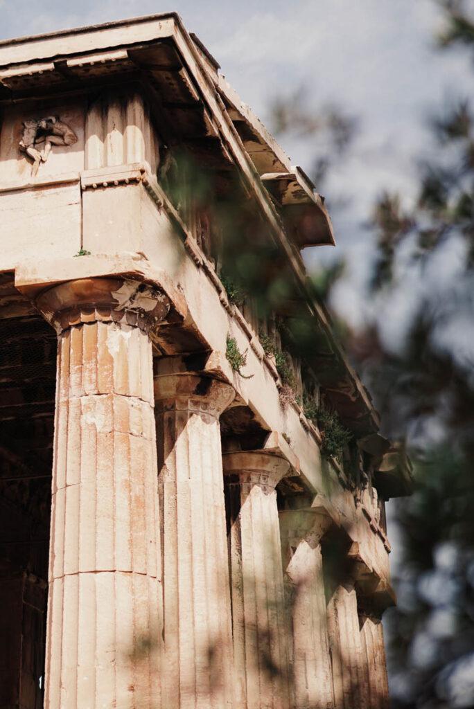 Beautiful roof details of the temple of hephaestus - La Vie En Marine