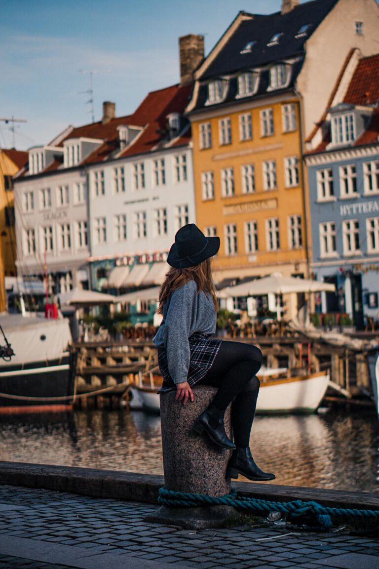 Me sitting on a pole in Nyhavn - La Vie En Marine