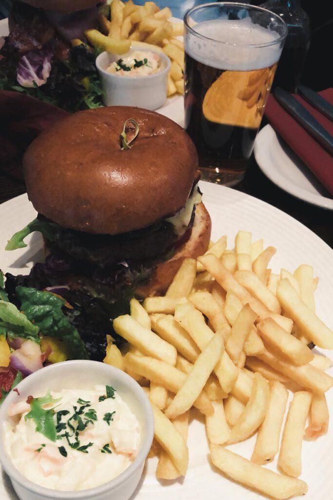 Guilford Arms Burger - La Vie En Marine