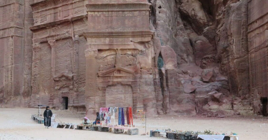 Visiting Petra, Jordan - La Vie En Marine