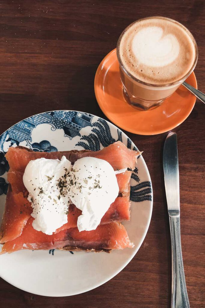 a foodie's guide to singapore with breakfast at the group thearpy