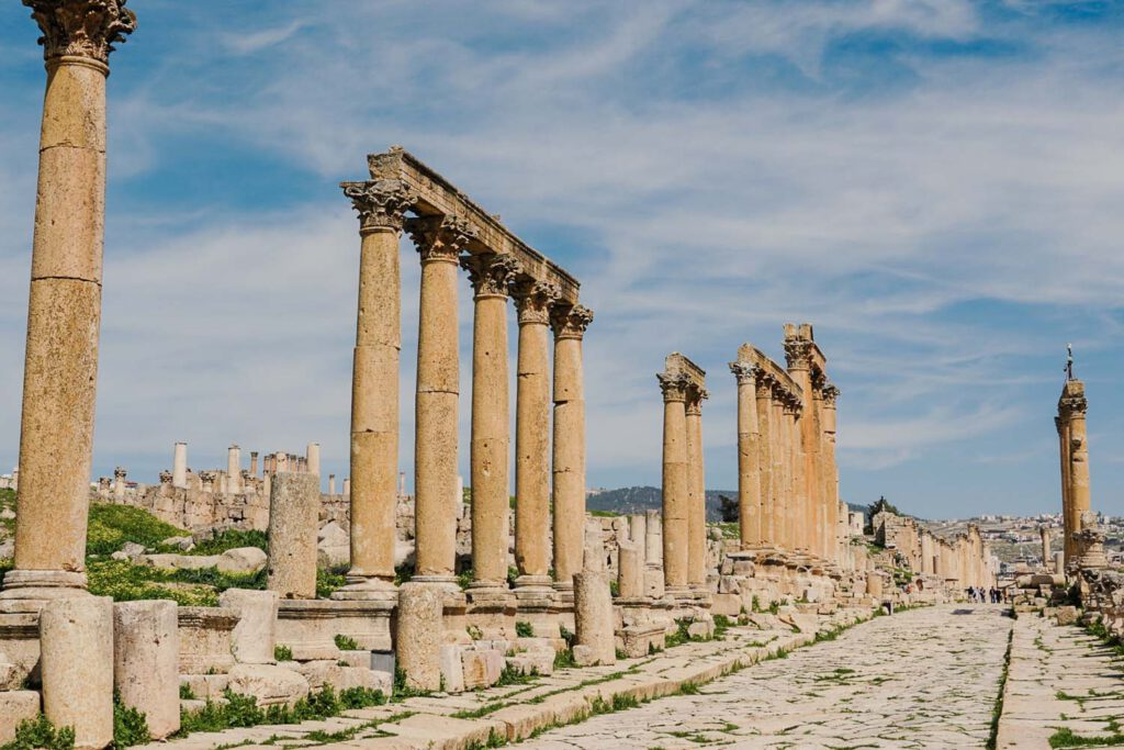 A row of roman / greek pillars